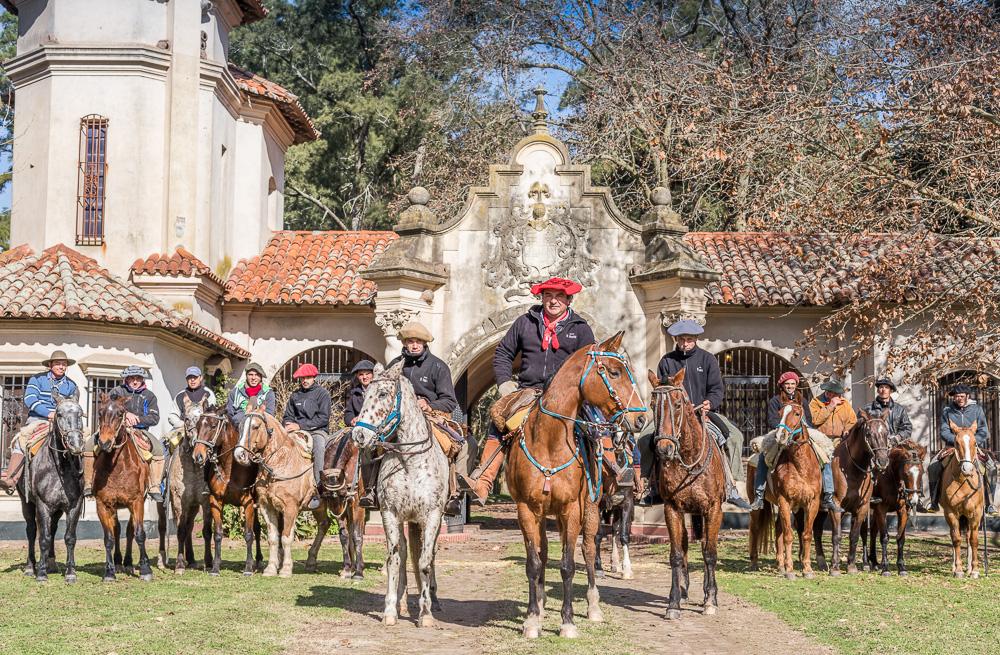 Equipo de trabajo de a caballo (Zona Yeguas Madres y destetes)