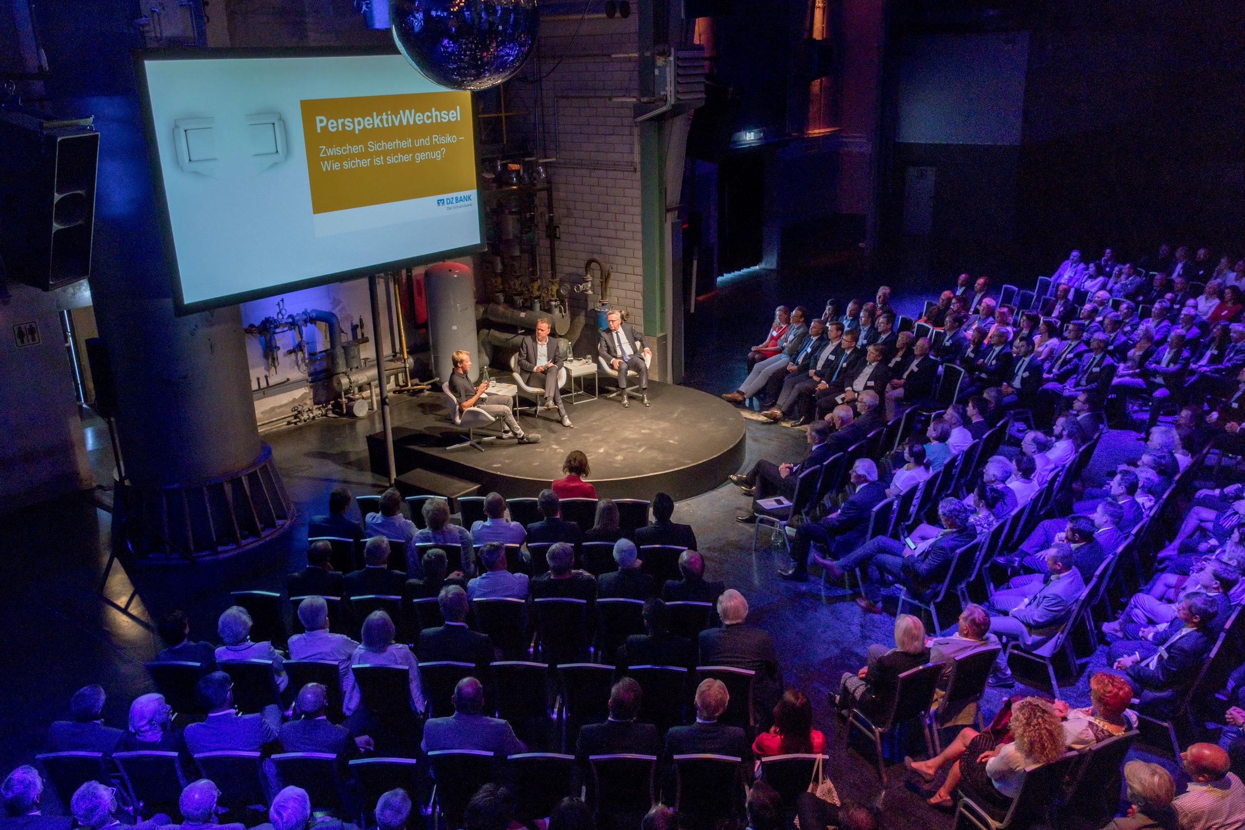 Podiumsgespräch mit Dr. Thomas de Maziere und Christian Sievers für die DZ BANK AG Foto ©  Karsten Pfeiffer