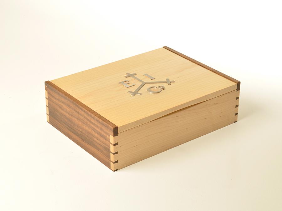 Box Sutor.jpg