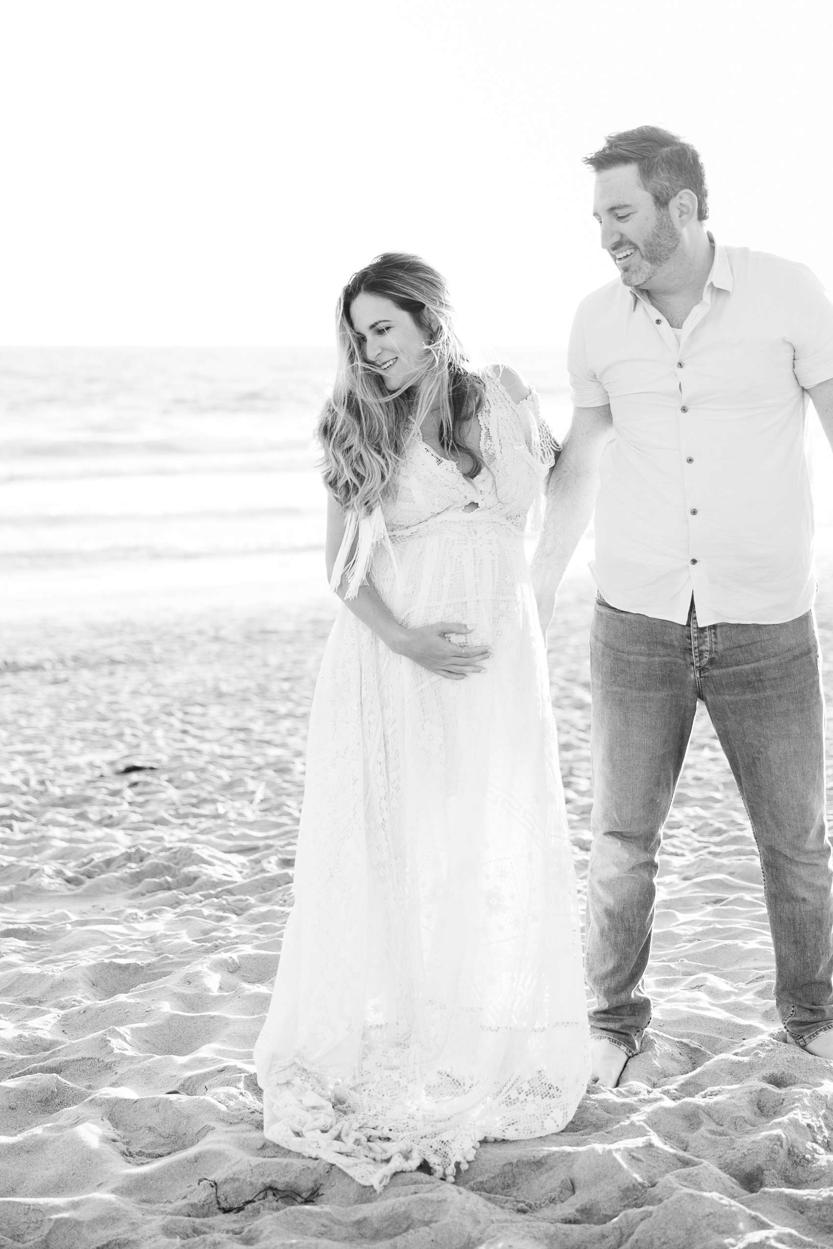 Los_Angeles_Family_Photographer_Maternity_Photos_Baby_Pregnancy_Venice_Beach_Golden_Hour-0835.jpg
