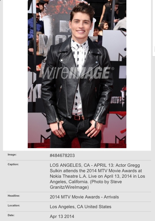 Looking super sharp at the 2014 MTV MovieAwards. Loved this look!