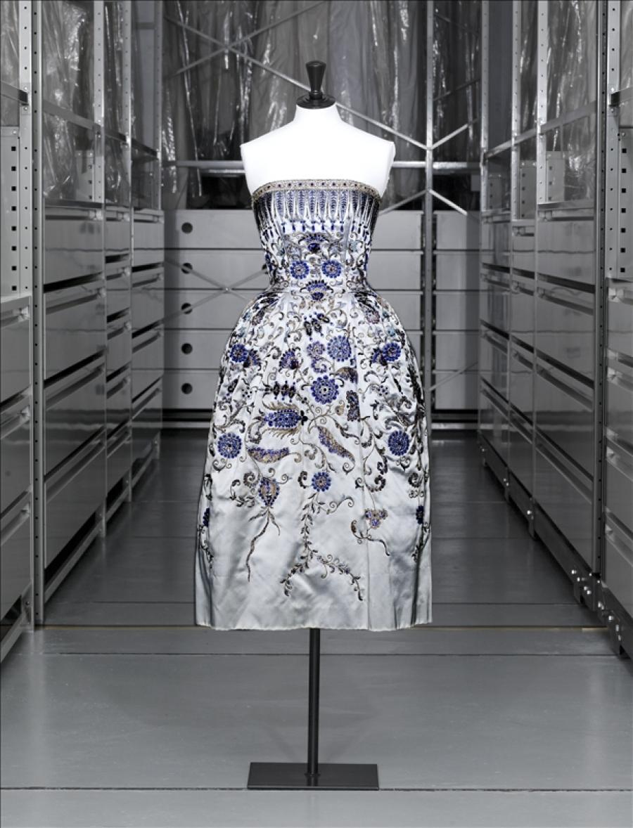 Christian Dior's 'Palmyre' gown / Image via Palais Galliera