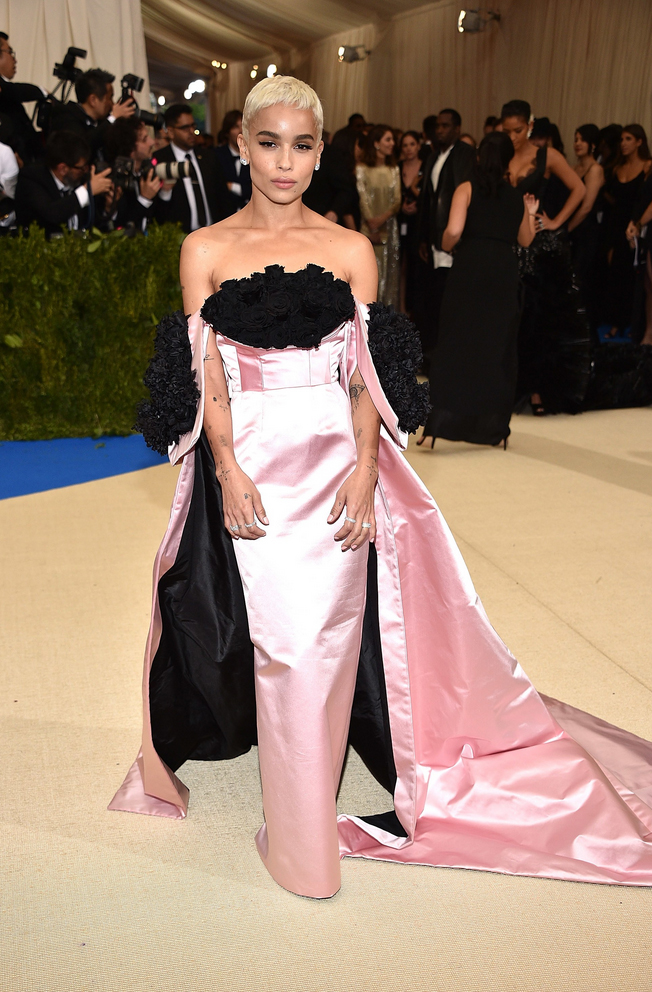 Zoë Kravitz in Oscar de la Renta. This was gothic meets sophisticated princess. My fave combination.