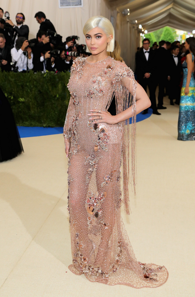 Kylie Jenner in Versace. Say what you want about the Kardashians/Jenners, but I loved Kylie's look. So much texture, and that fringe!