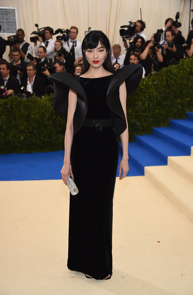 Fei Fei Sun in Alberta Ferretti. One of my FAVOURITE models, and a look that really paid elegant homage to the theme of the night! Love.