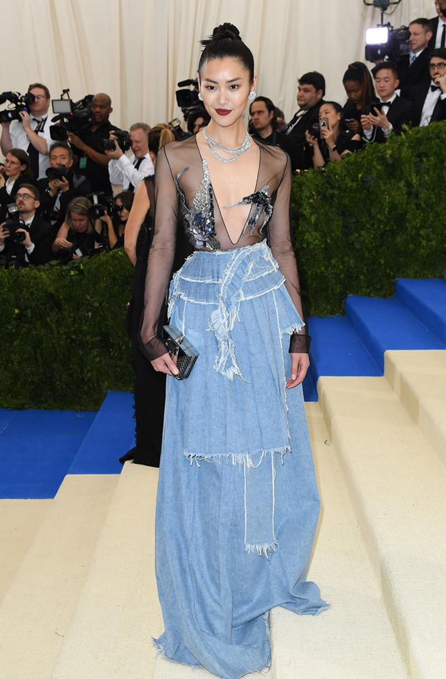 Liu Wen in Off-White. I shouldn't love a denim gown, but I do.