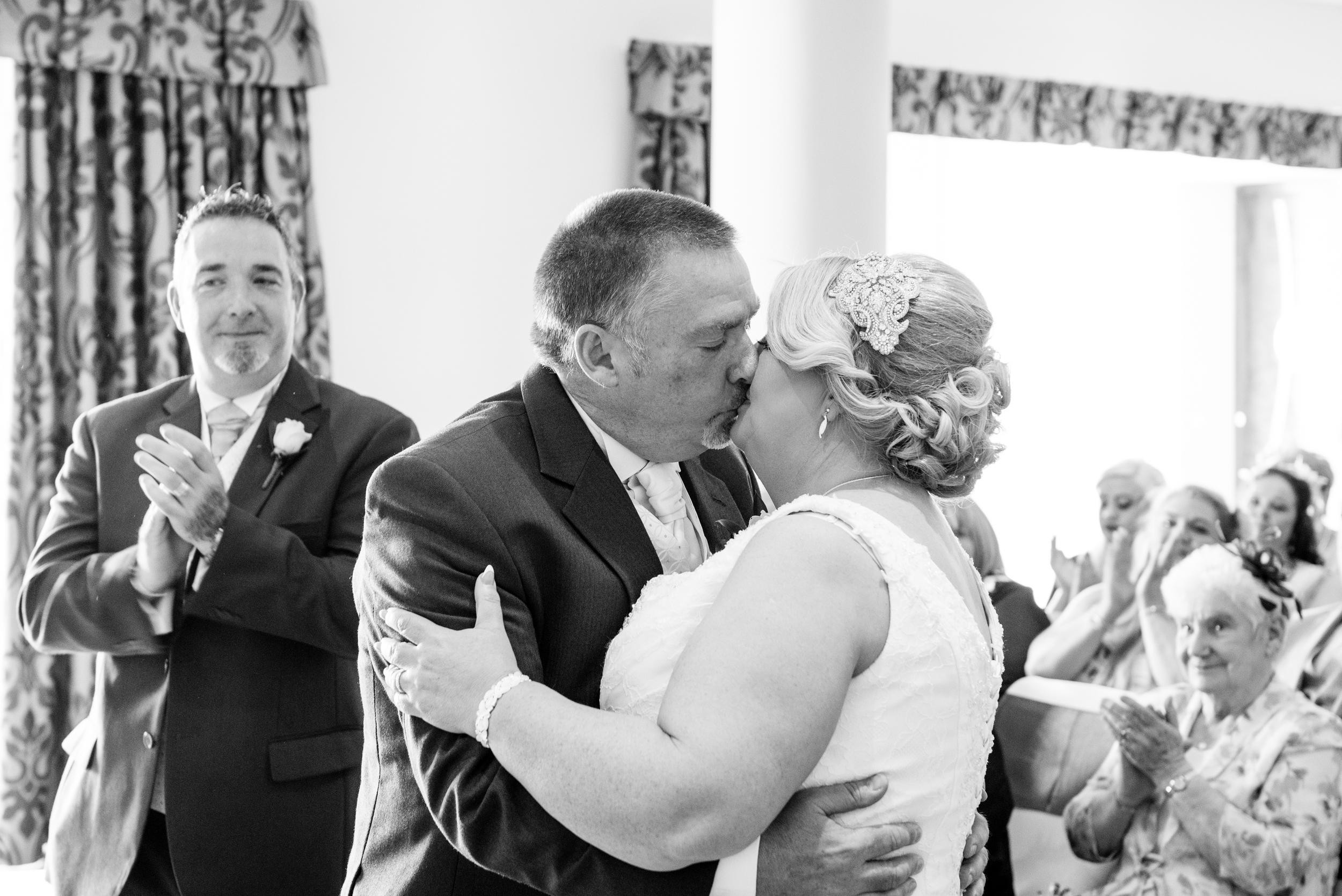 Stormont_Hotel_Wedding_Photography_Kiss