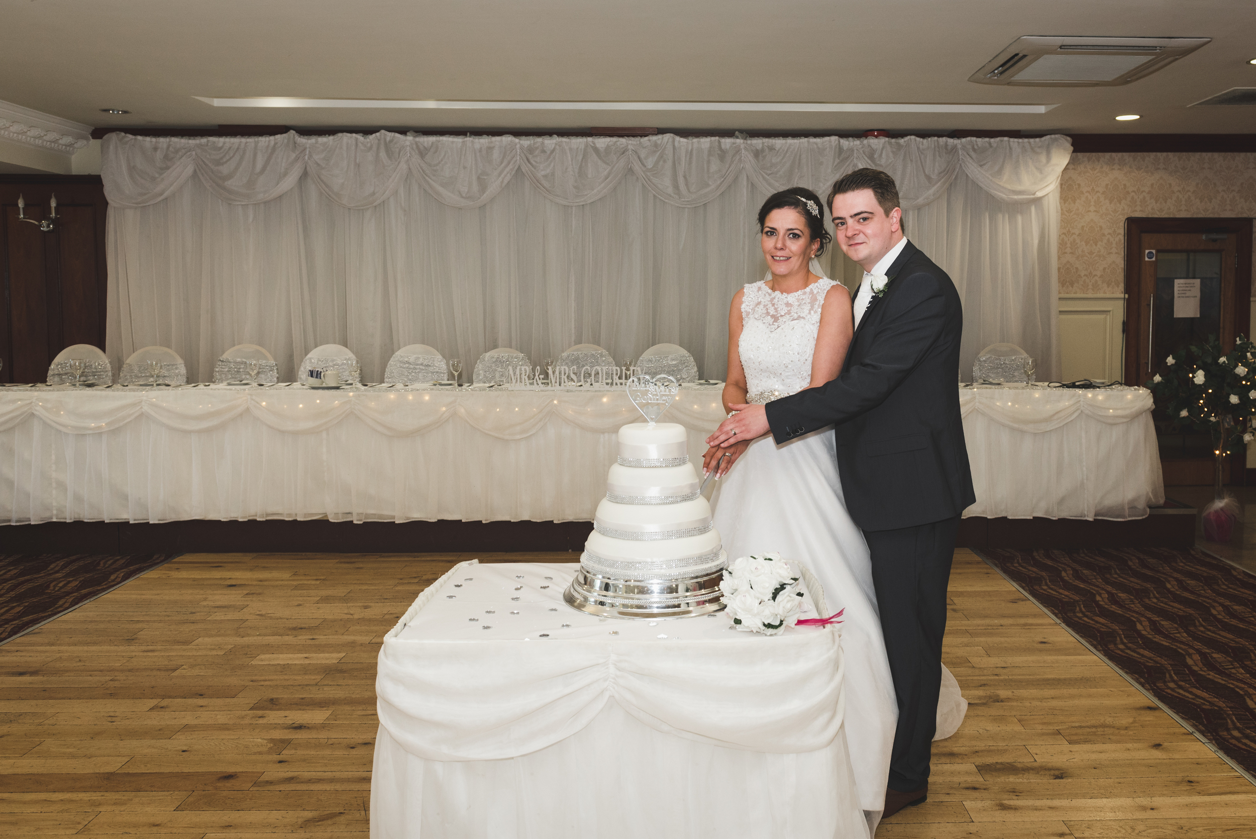 Belfast_Wedding_Photographer_Balmoral_Hotel_Cutting_The_Cake