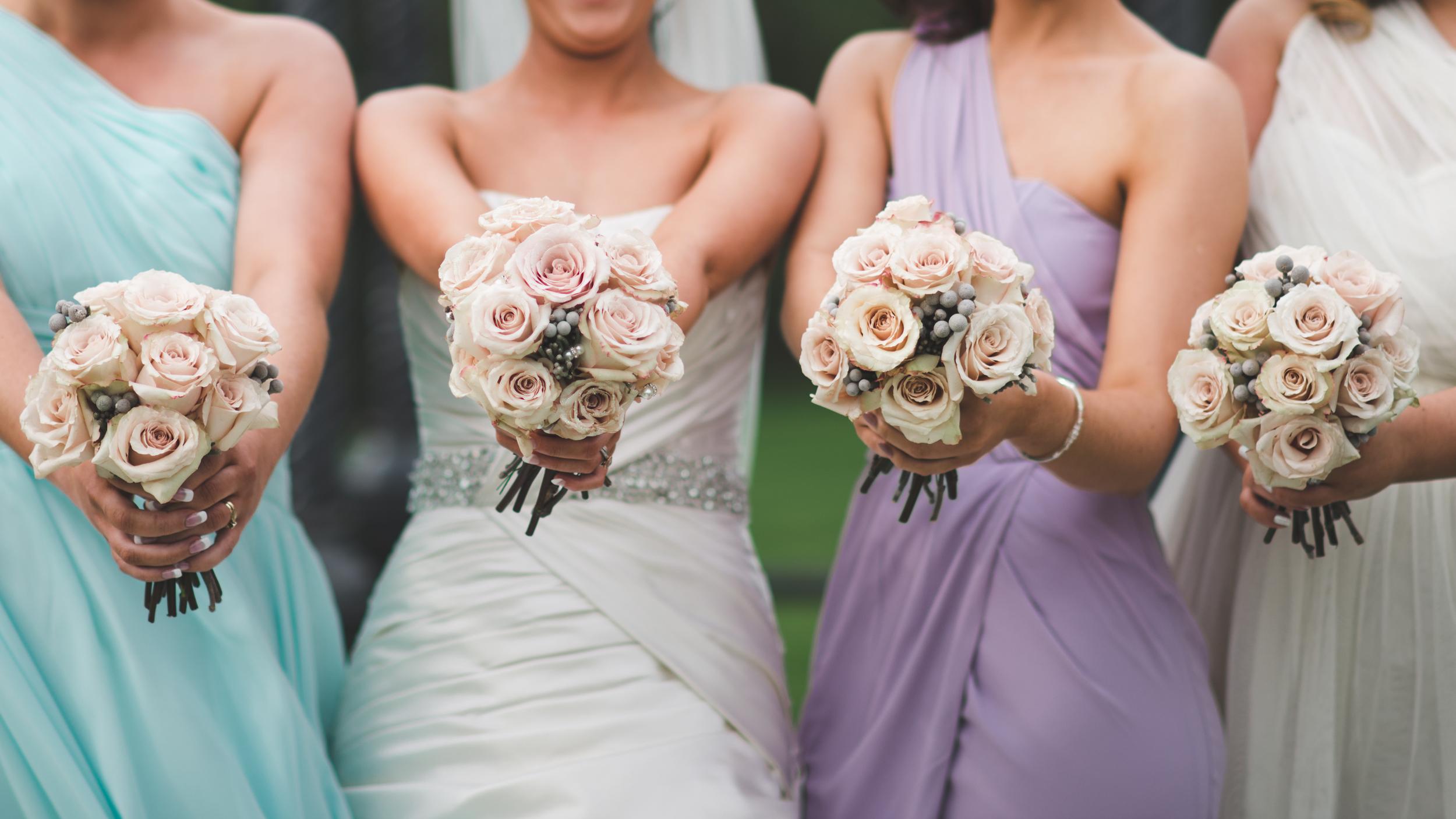 Northern_Ireland_Wedding_Photographer_Purephotoni_Dunsilly_Hotel_Wedding_Bridesmaids_flowers