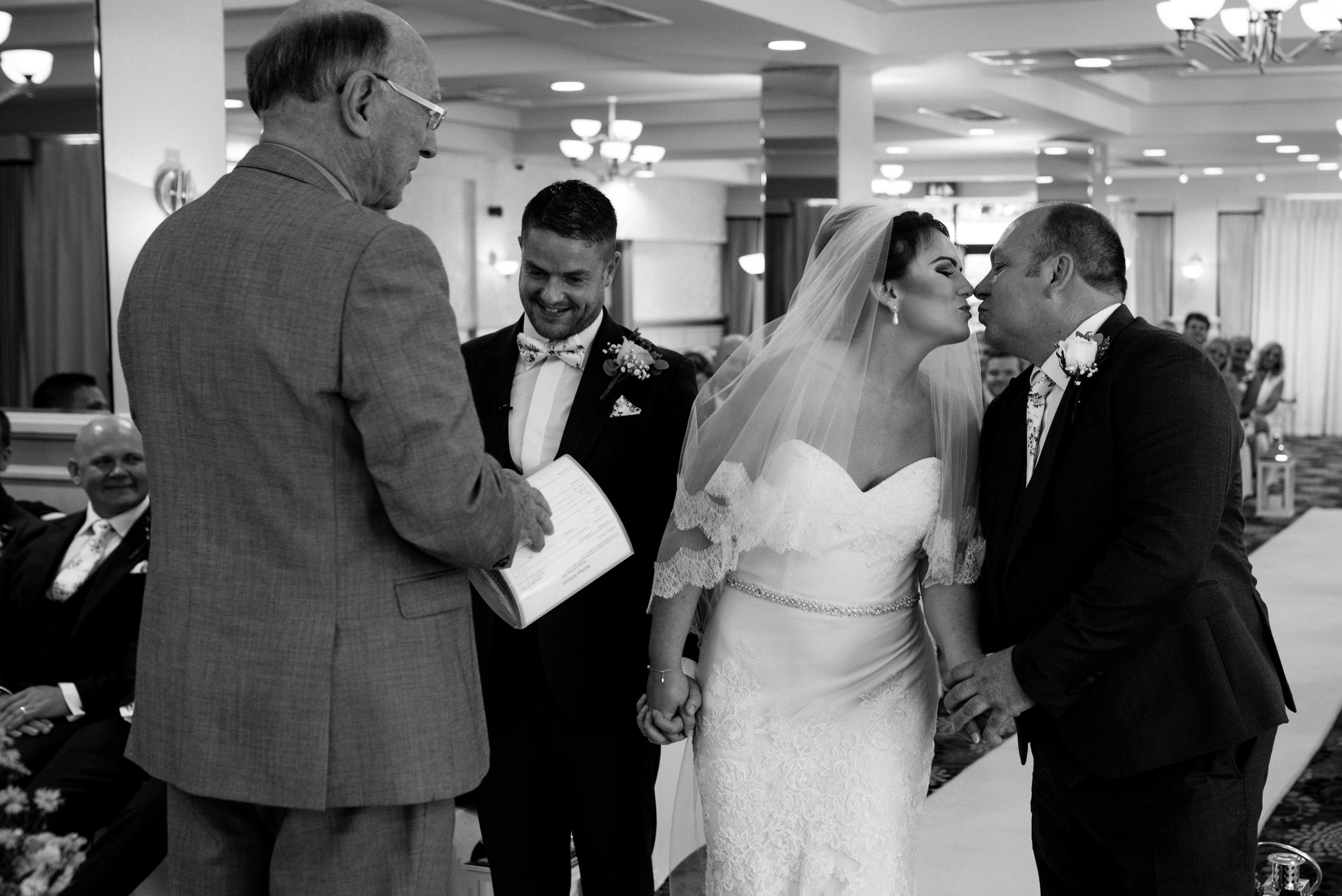 Belfast Wedding Photographer purephotoni Ramada Plaza bride dad