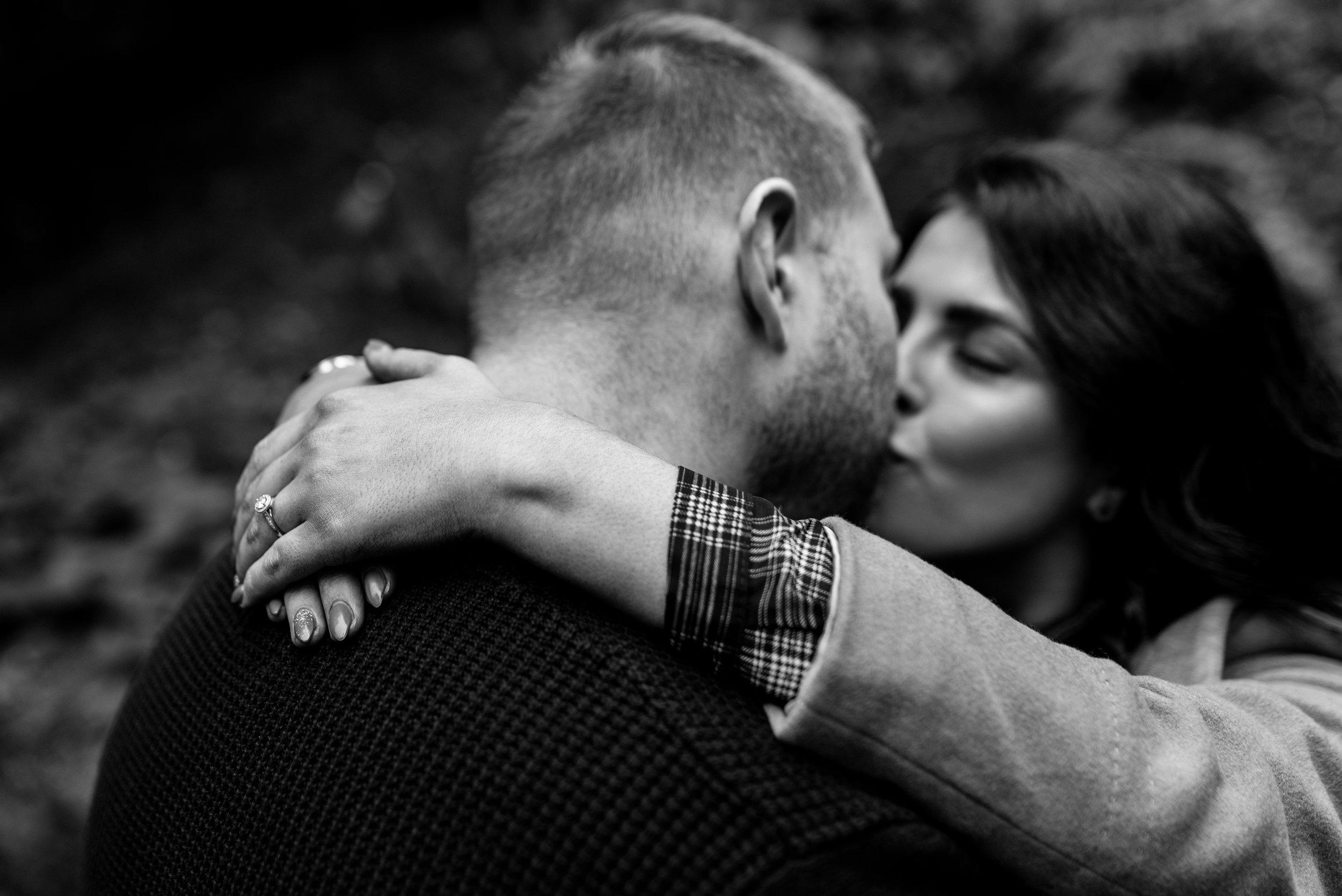 Botanic gardens belfast engagement shoot kiss