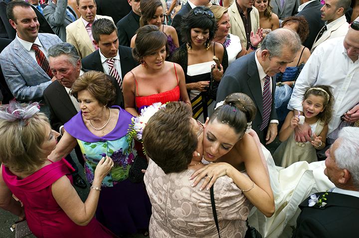 photojournalistic wedding photography style