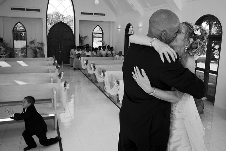 Wedding Photography Melbourne, Tony Marin, kiss