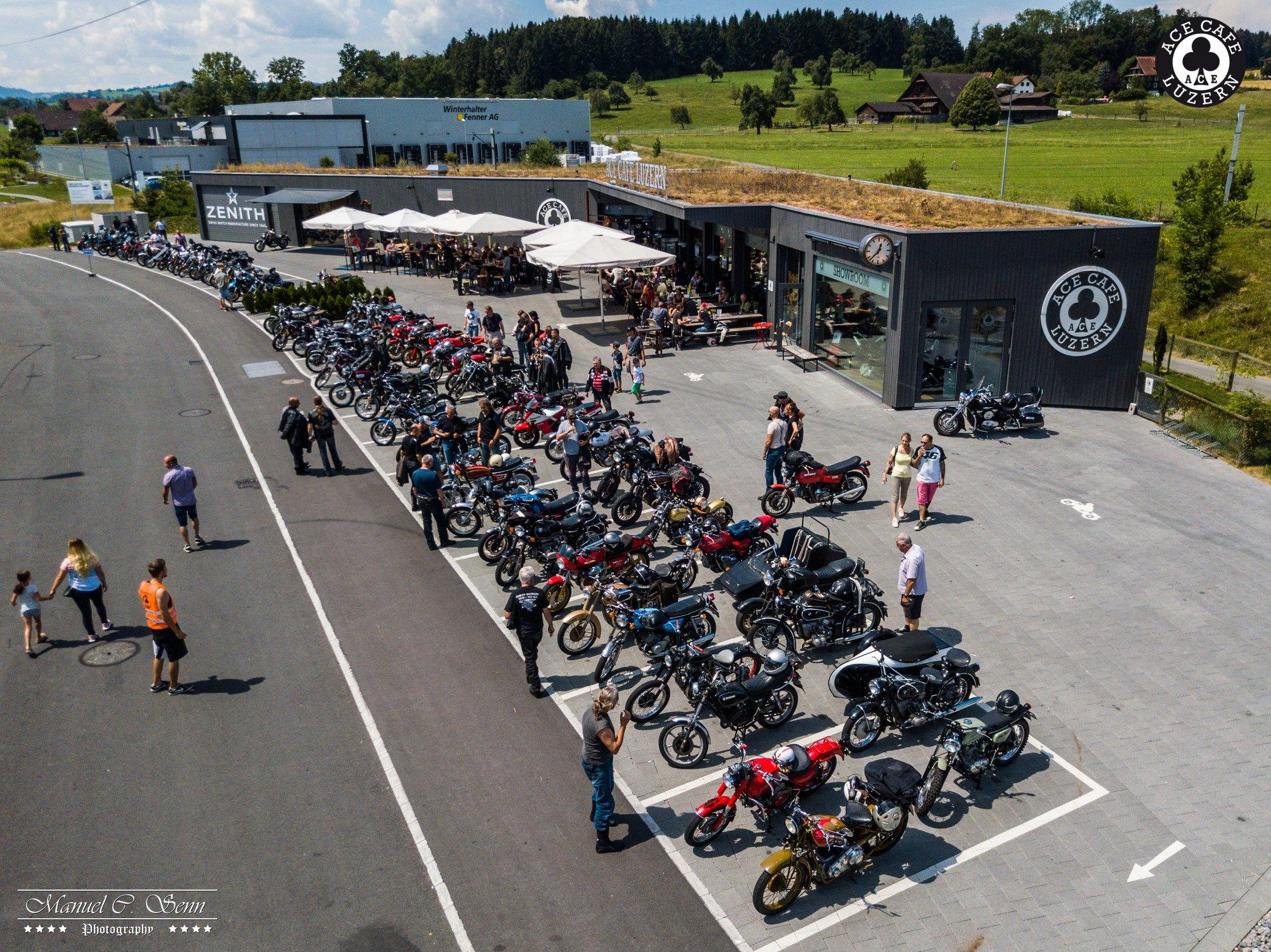 CLASSIC MOTORCYCLE-MEET