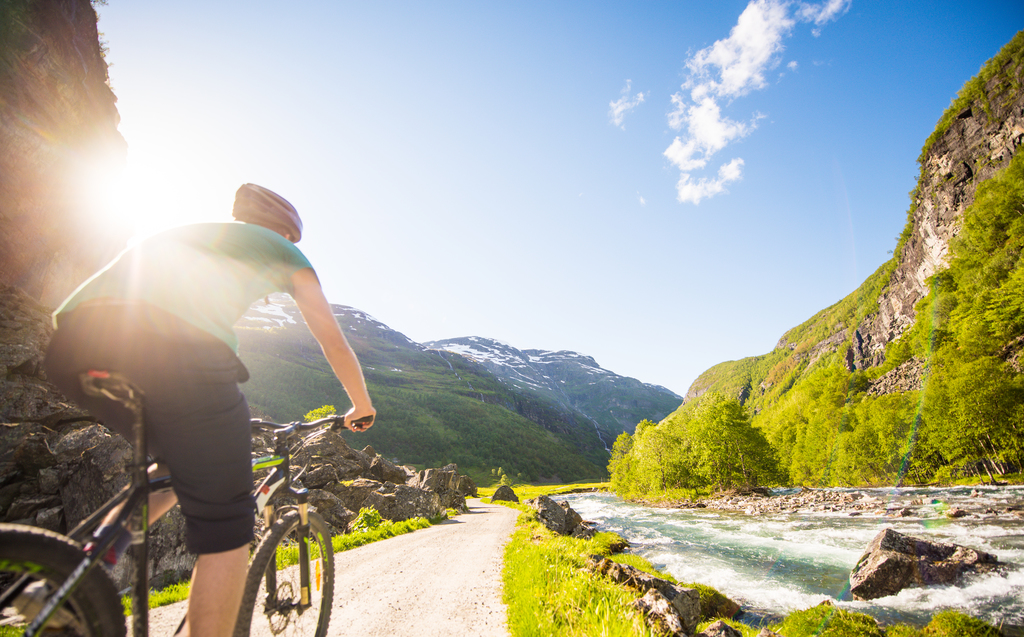 Cycling- print sverrehjornevik -Flåm AS.jpg
