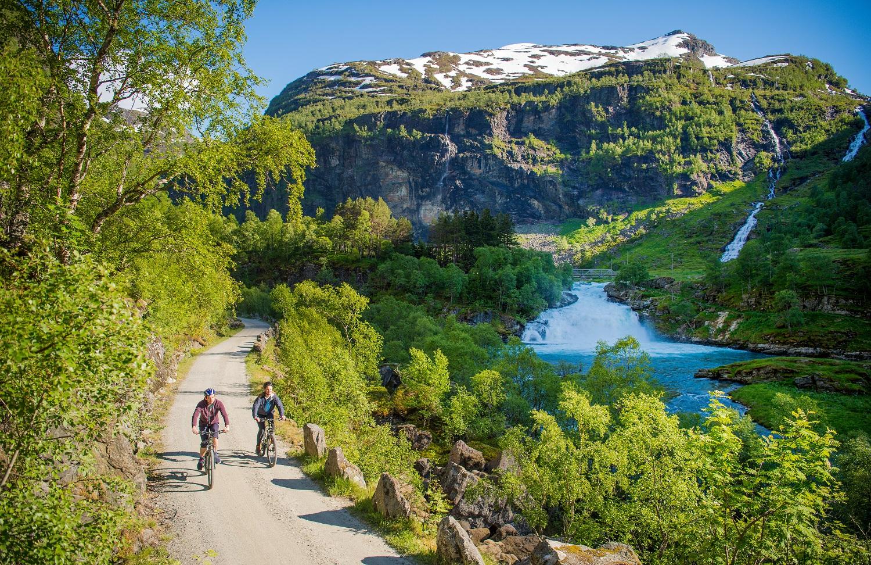Sykkeltur-i-Flamsdalen-sverrehjornevik.com -Flåm AS (print.jpg