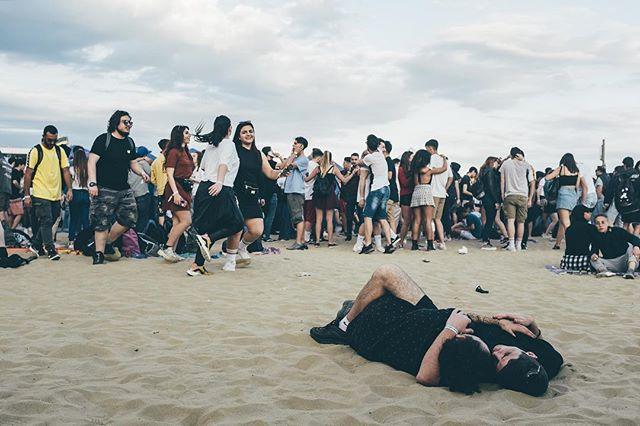 In questo delirio, in mezzo alla gente . . . .  #urbex #streetshared #aov #weekly_feature #createexploretakeover #shotzdelight #mkexplore #gearednomad #rsa_streetview #roamtheplanet #travelphotography #visualoflife #beachlife #dametraveler #artofvisuals #islandhopping #flashesofdelight #thecreative #ig_masterpiece #beachvibes #ig_italy #instaitaly #igersitaly #loves_italia #gf_italy #vscoitalia #canonphotos #canoneos #canonrebel #canonphotographer