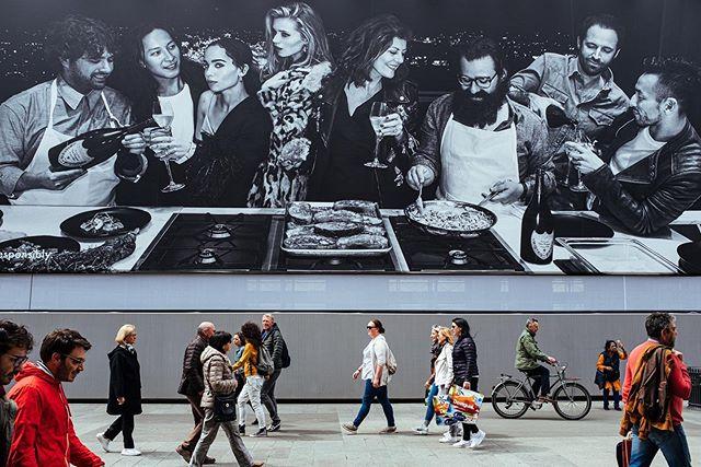 Milano, 2019 . . .  #hsdailyfeature #streetmeetina #urbanandstreet #symmetricalmonsters #streetmobs #seemycity #uncalculated #guardiancities #yngkillers #1stinstinct #meistershots #streetframe #citykillerz #streets_vision #streetactivity #tonekillers #streetmagazine #vnrchy #urbexpeople #streetxstory  #ig_italy #instaitaly #igersitaly #loves_italia #gf_italy #vscoitalia #fujifeed #myfujifilm #fujixclub