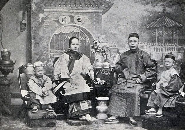 """Fung Jing Toy """"Little Pete"""" With His Family - 1890"""