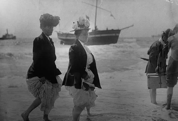 The Norwegian Gjoa arriving at Ocean Beach in 1907
