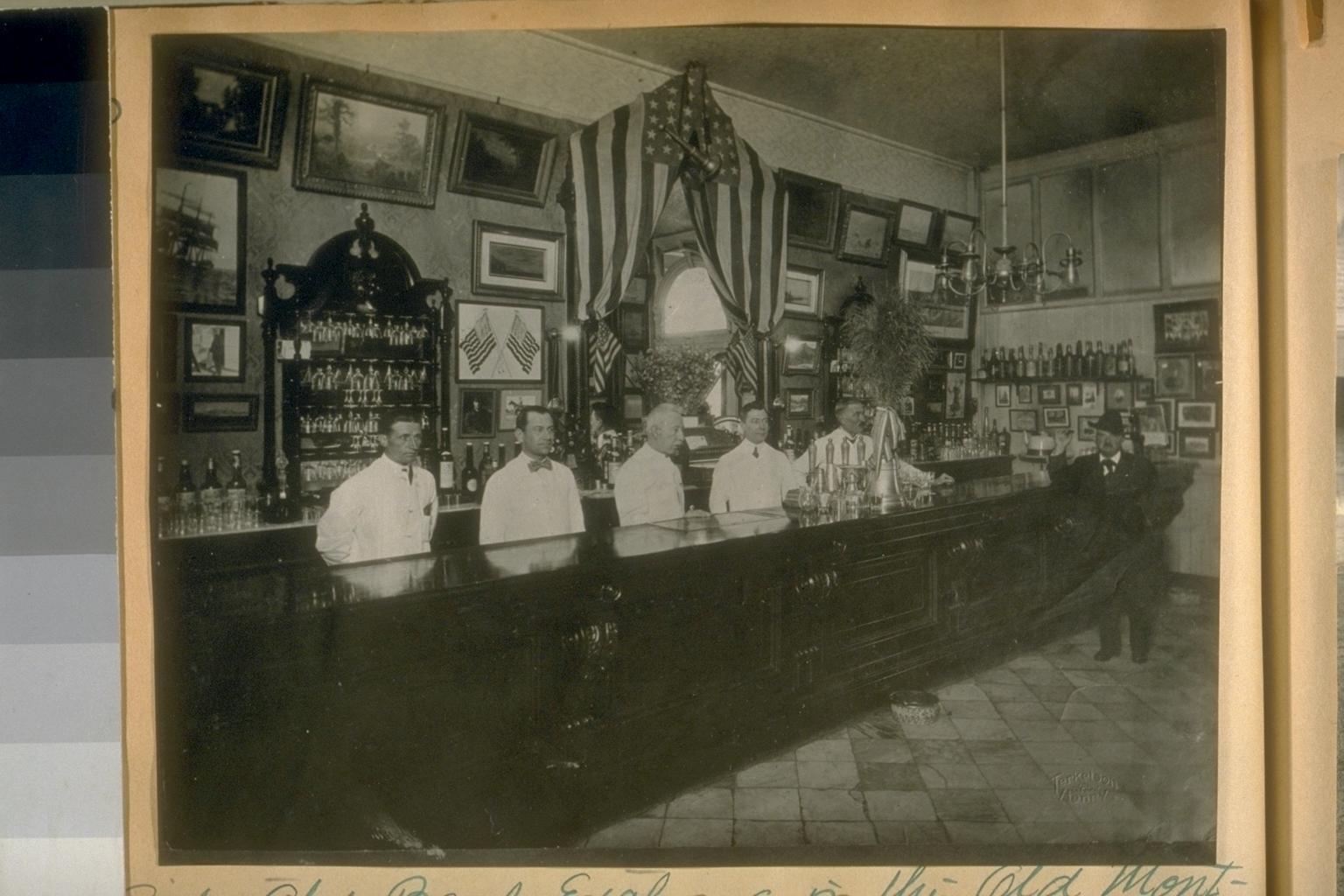 BankExchangeBilliardSaloon-DuncanNicolsleft-1912.jpg