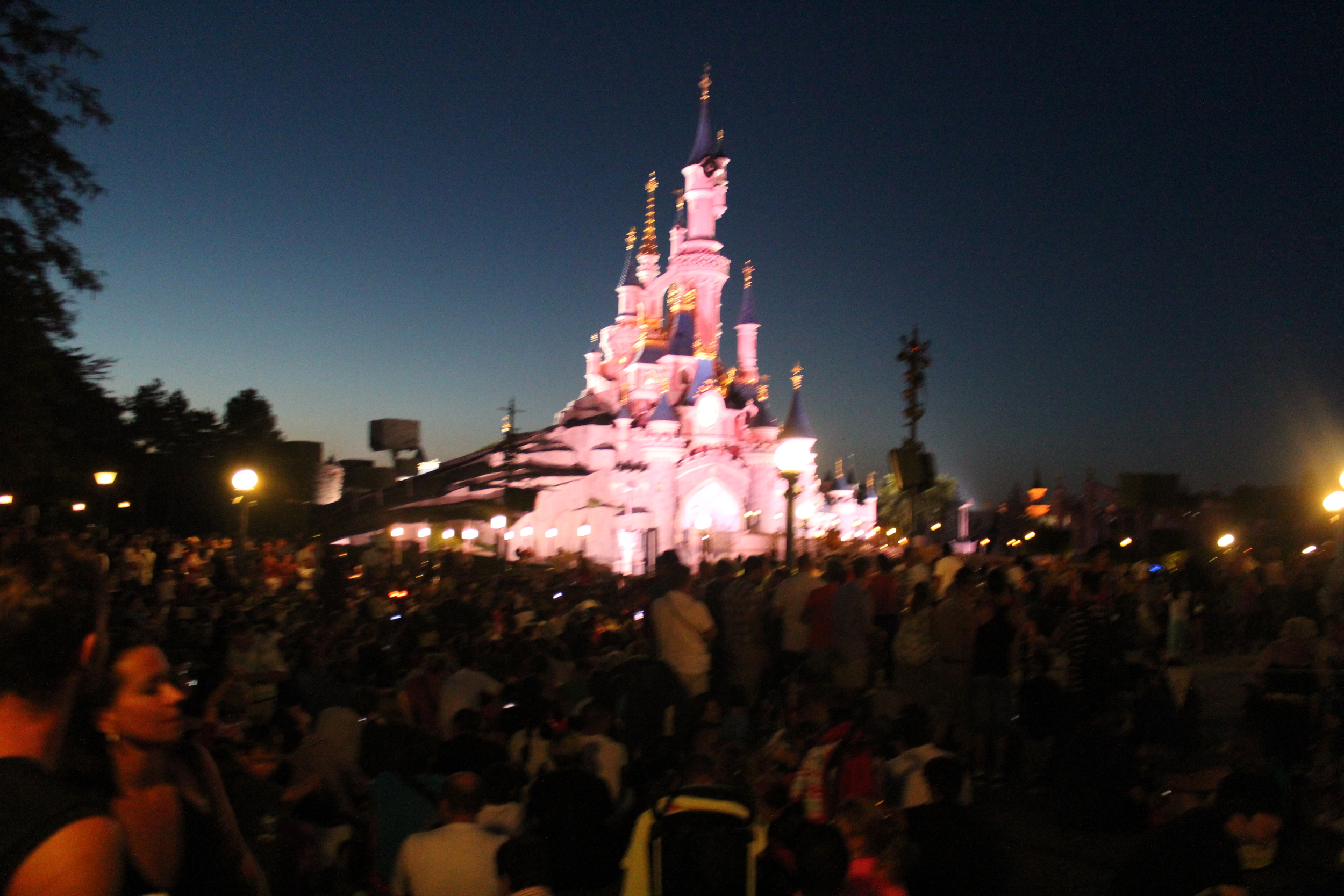 Crowds at Disney Paris