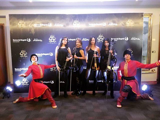 ¡Danza rusa con cuarteto de cuerdas eléctrico en vivo! Aconpañando a nuestra selección Colombia junto a @paulasantana2017 @moyaproducciones