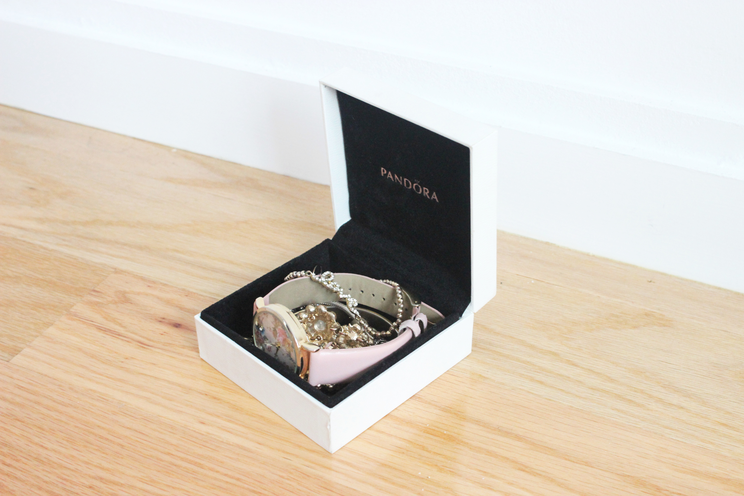 Jewelry box (came with  my Pandora bracelet , other options  here  and  here )