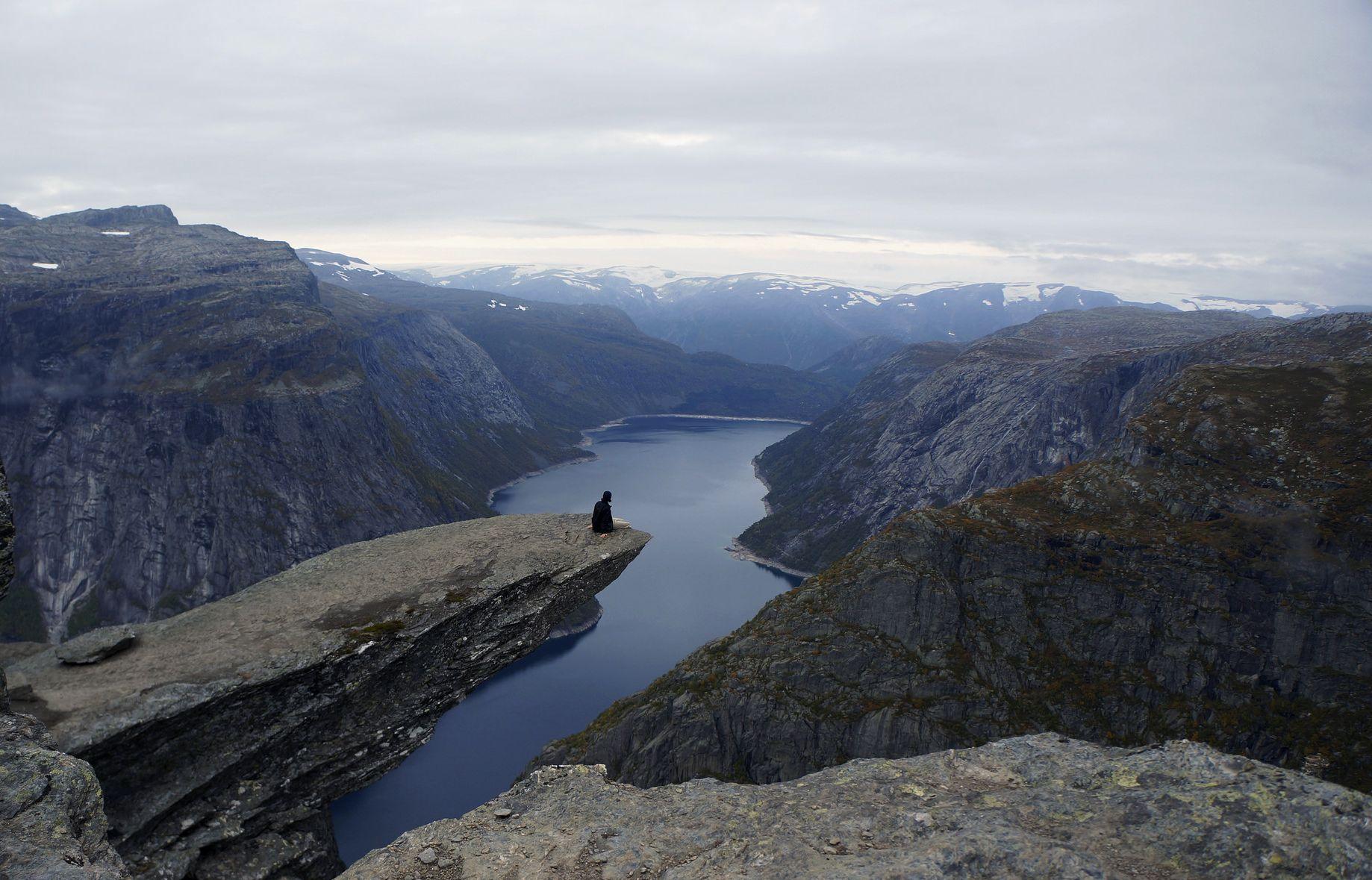 Trolltunga, Norway ( Flickr )
