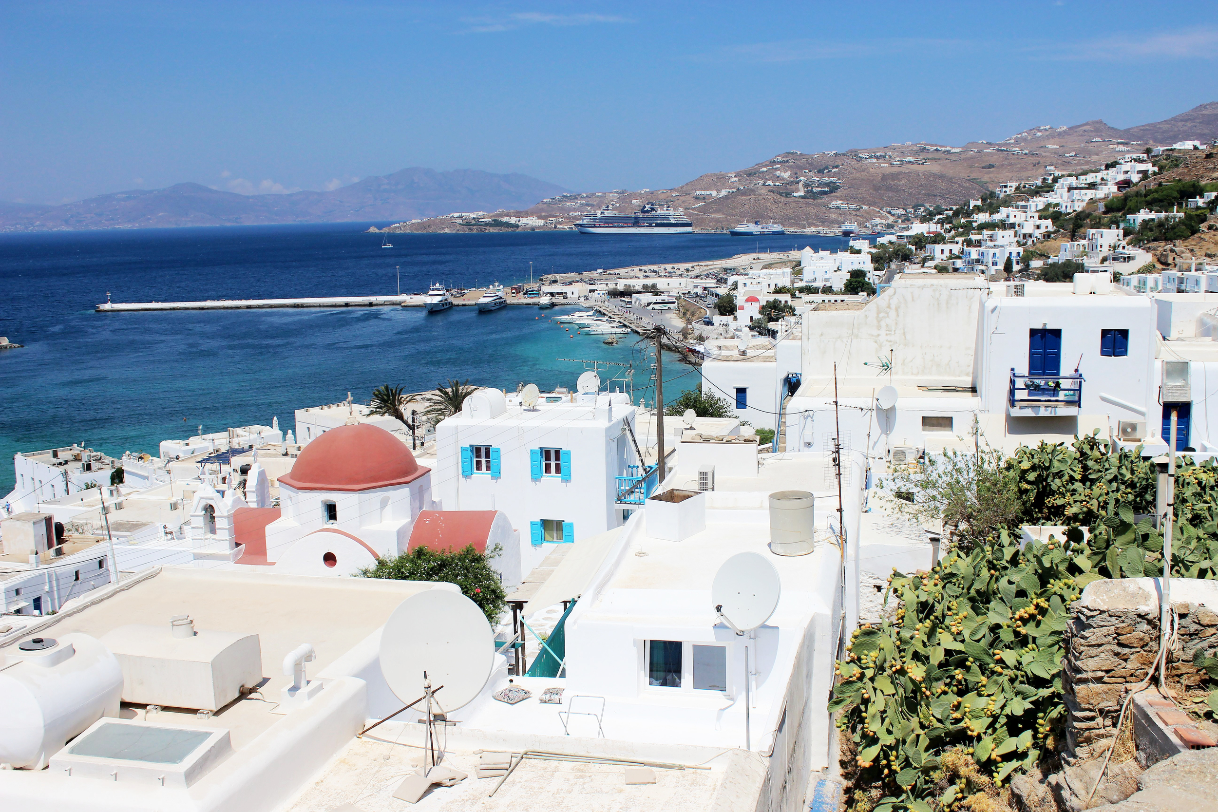 Overview of Mykonos Town, which has many excellent restaurants