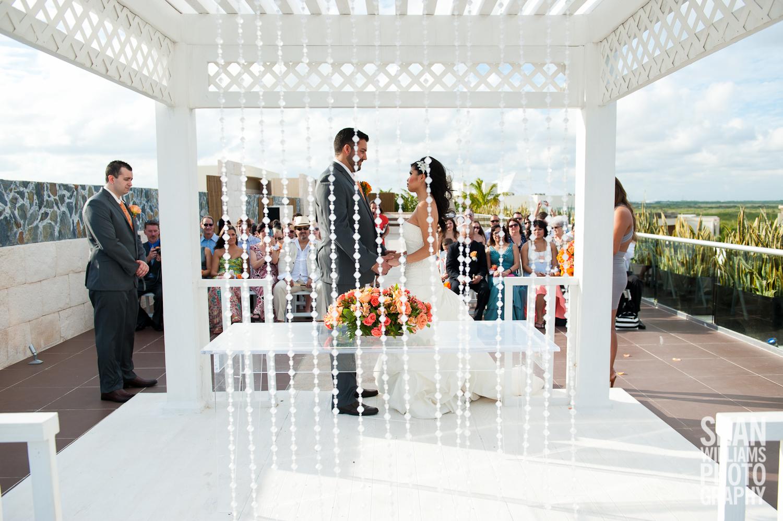 wedding-photographer-vancouver-edmonton-beach-destination-love-13.jpg