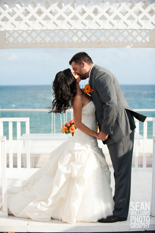 wedding-photographer-vancouver-edmonton-beach-destination-love-14.jpg