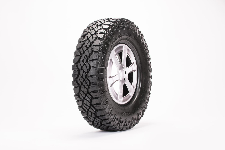 fountain-tire-rim-photographer-sean-williams-edmonton-commercial-editorial-car-automotive-product.jpg