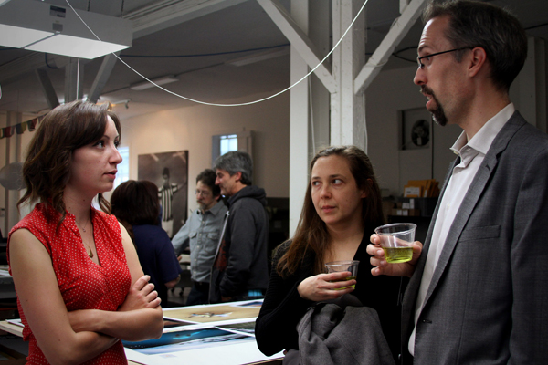 Kim Sikora (your friendly blog stewardess) chatting with artists  Jon McNeal  and  Heidi McDowell  .