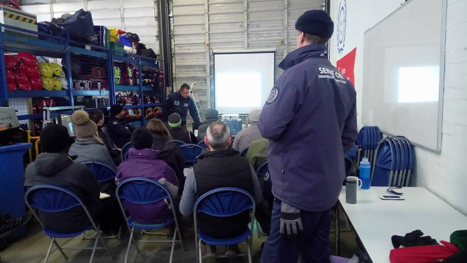 Instructor Garry Wonnacott briefs International Response Team recruits.