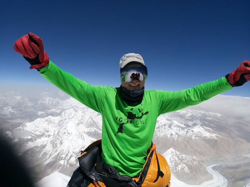 Serve On volunteer Simon Thomasson at the peak of Everest, in a top paying tribute to the people of Virgin Gorda.