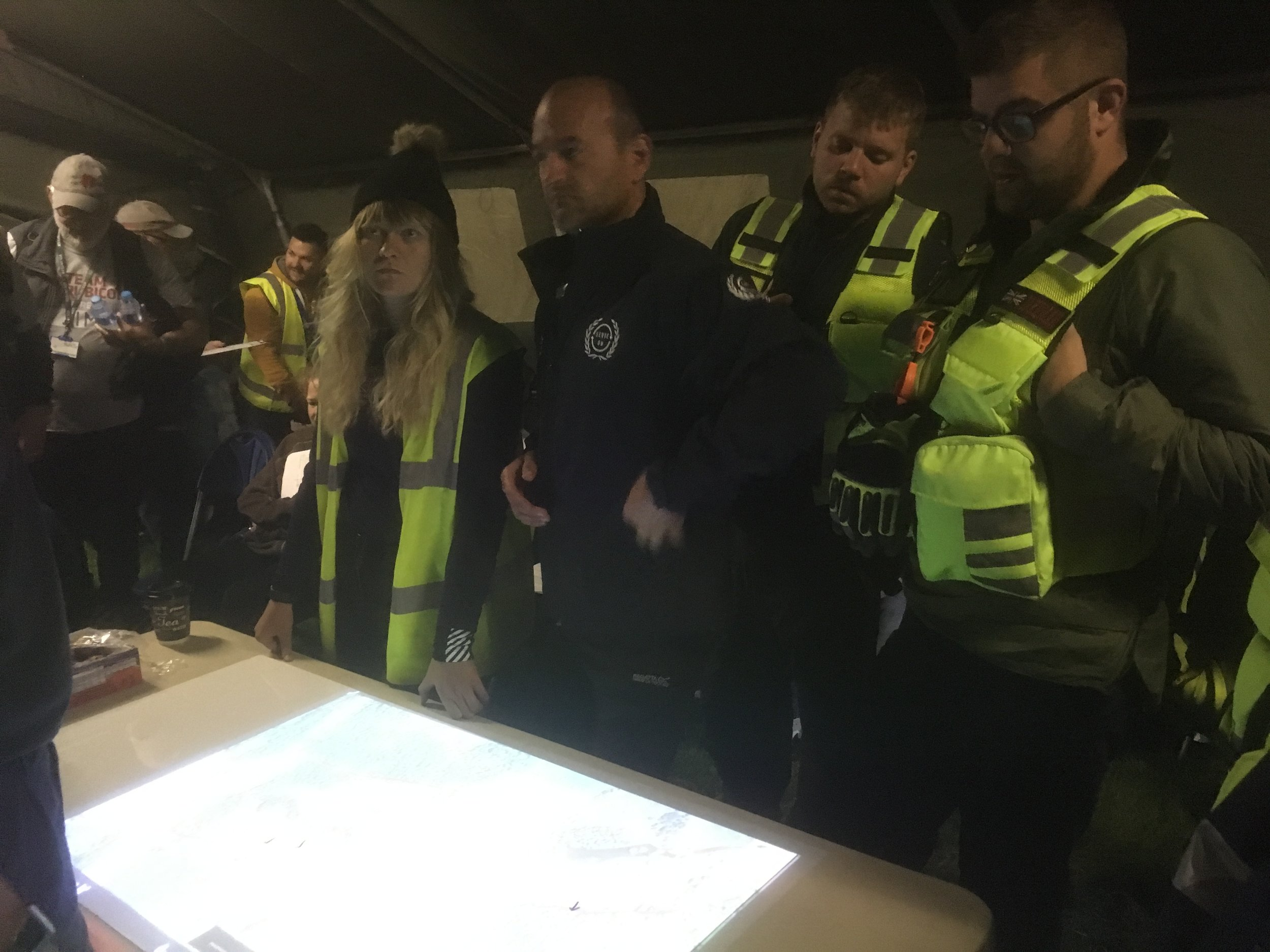@SERVE_ON Volunteeers from the @serveonirt International Response Team, the @SalisburyCRT Community Resilience Team, @RescueRookies and @SOK9SAR join with other volunteers in the Operations Room before marshalling the @Glowintheparkuk event @Longleat in aid of @AlabareUK.