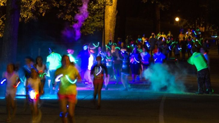 Some 3,500 people took part in the fun at the 5k @GlowintheparkUK night event @Longleat in aid of @AlabareUK, marshalled by @SERVE_ON and other volunteers.
