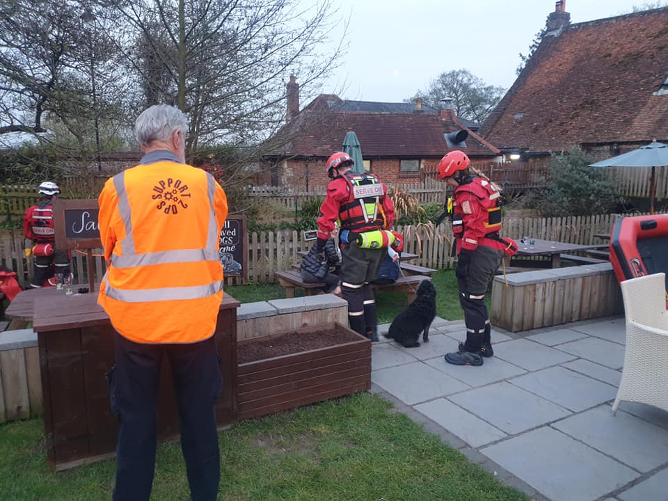 Serve On Community Resilience Team volunteers were joined by Support 2 Ops and South Wilts Raynet for a joint operation to clear rubbish from the River Avon near the Old Mill at Harnham.