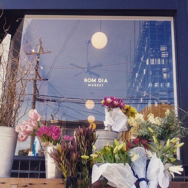 WINDOW-little-tiny-gild-on-the-bom-dia-market-window_16133346190_o.jpg