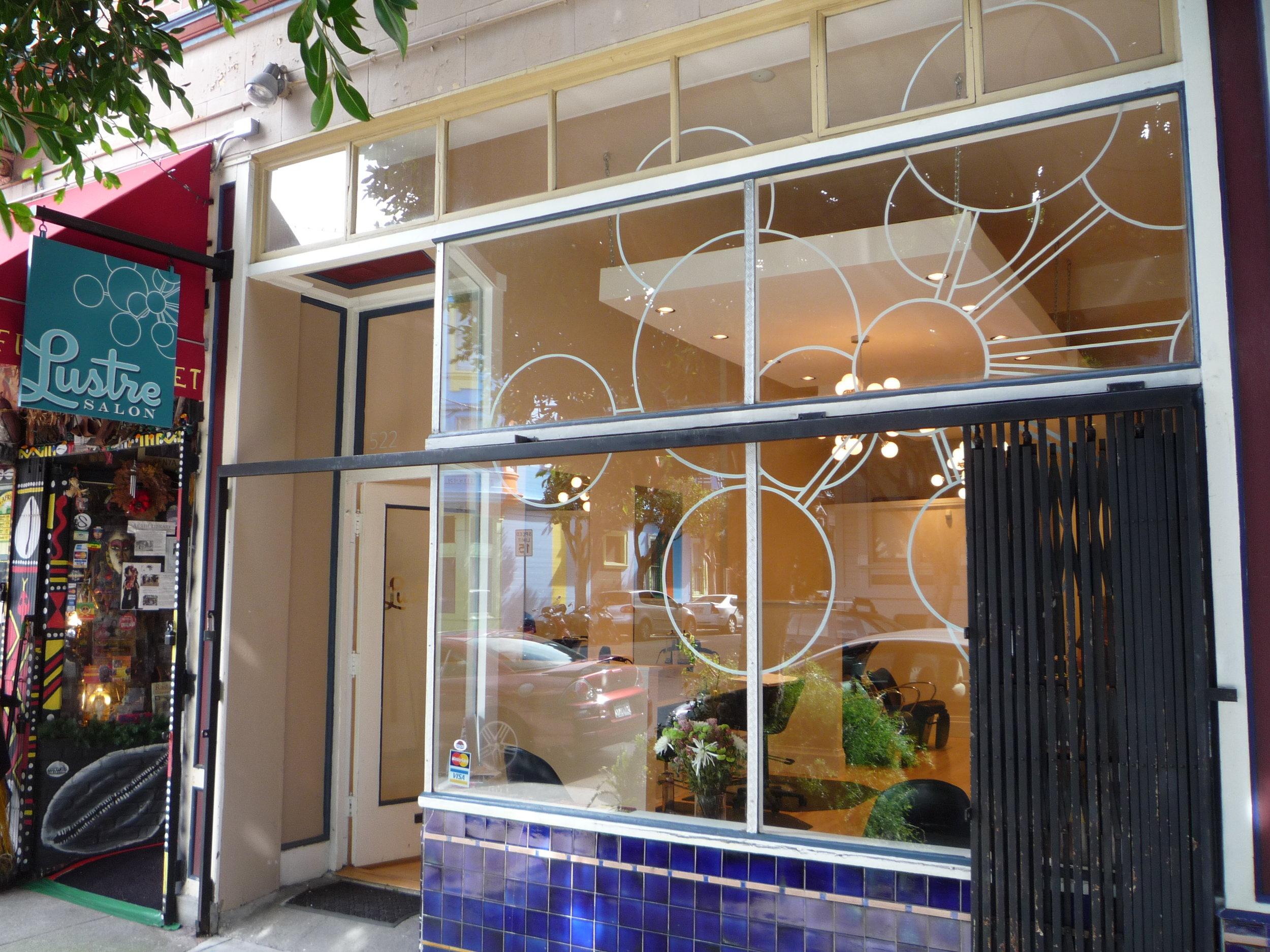 WINDOW-lustre-salon-window_5878201041_o.jpg