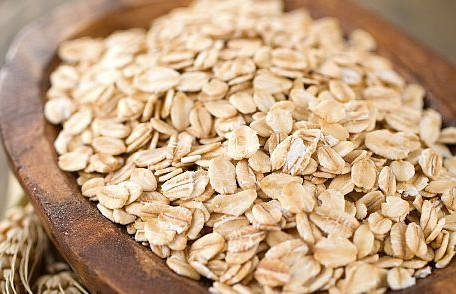 Oats - Oats are rich in fiber, so a serving can help you feel full throughout the day. Just a half cup packs 4.6 grams of Resistant Starch, a healthy carb that boosts metabolism and burns fat.
