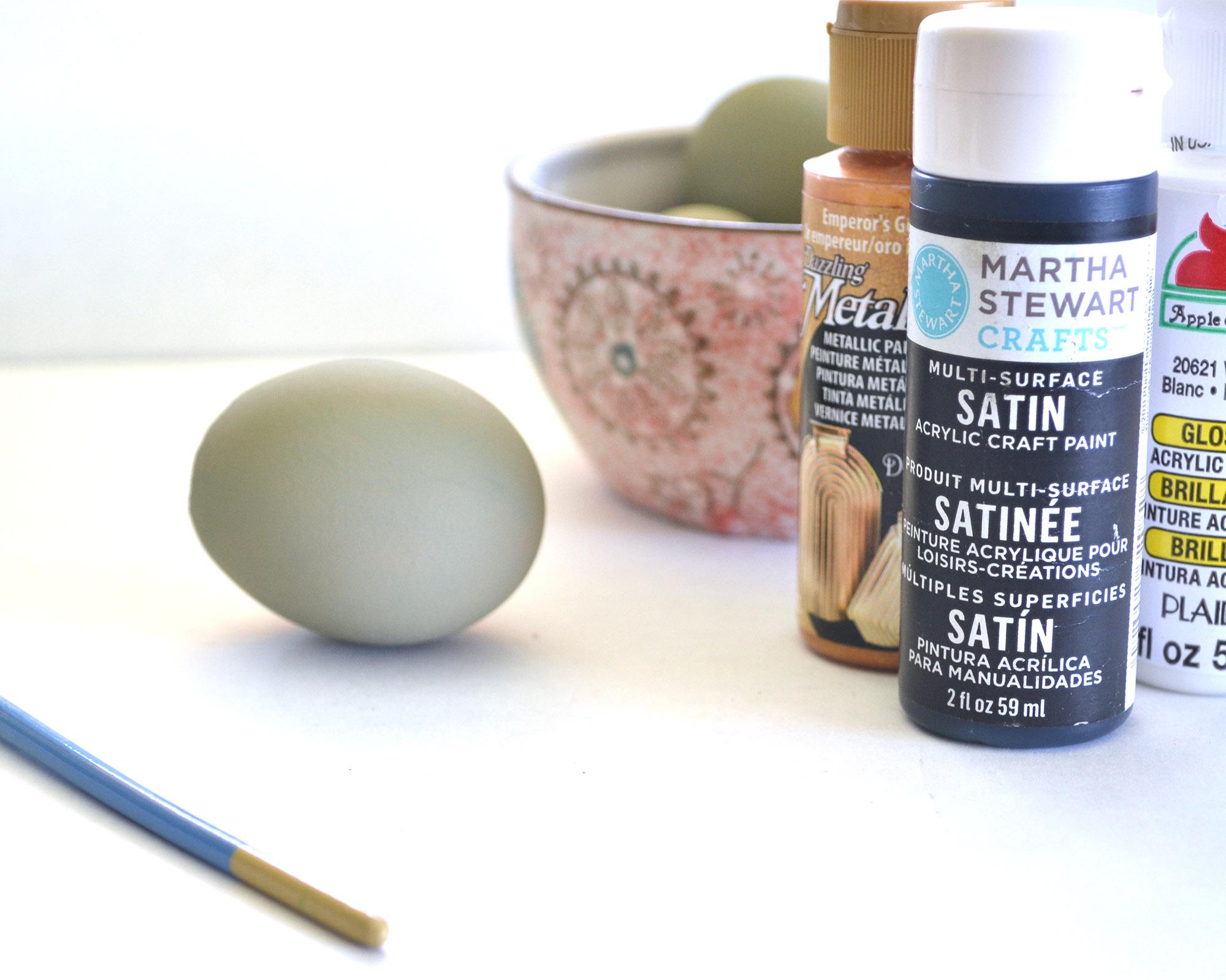 DIY Painted Eggshell Vase| Boxwood Avenue
