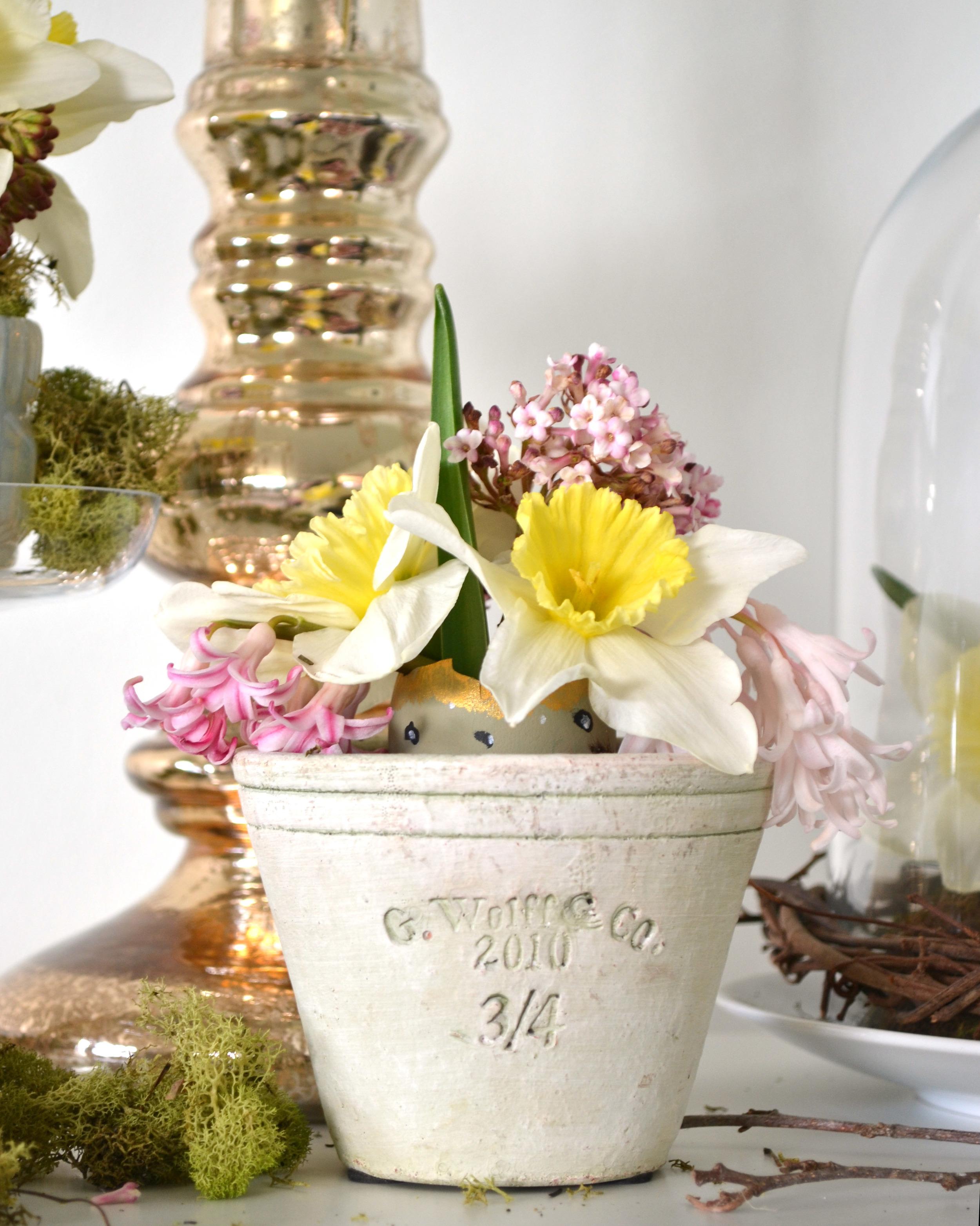 DIY Painted Eggshell Vase | Boxwood Avenue