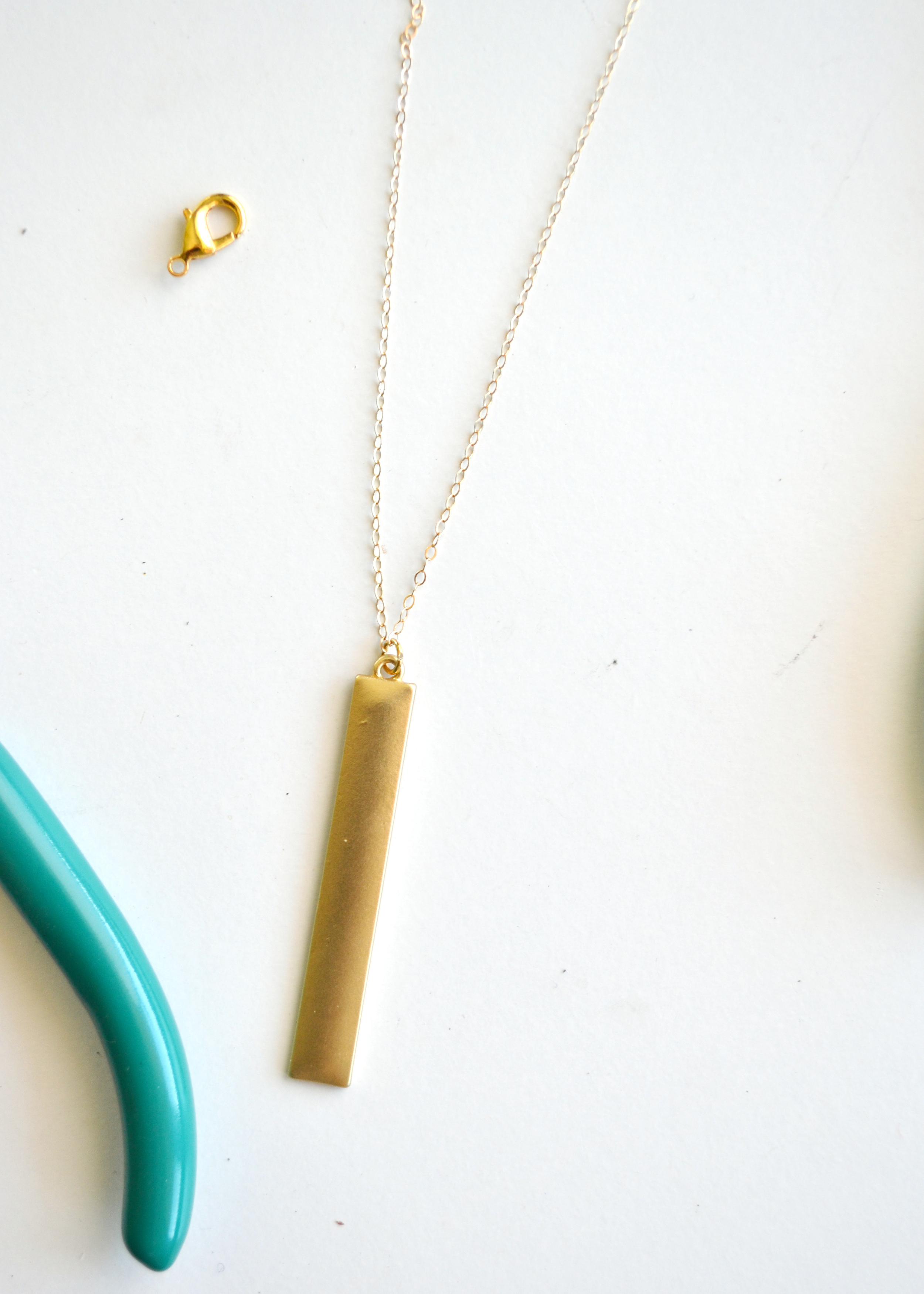 Simple DIY lariat necklace (perfect for layering!) from boxwoodavenue.com