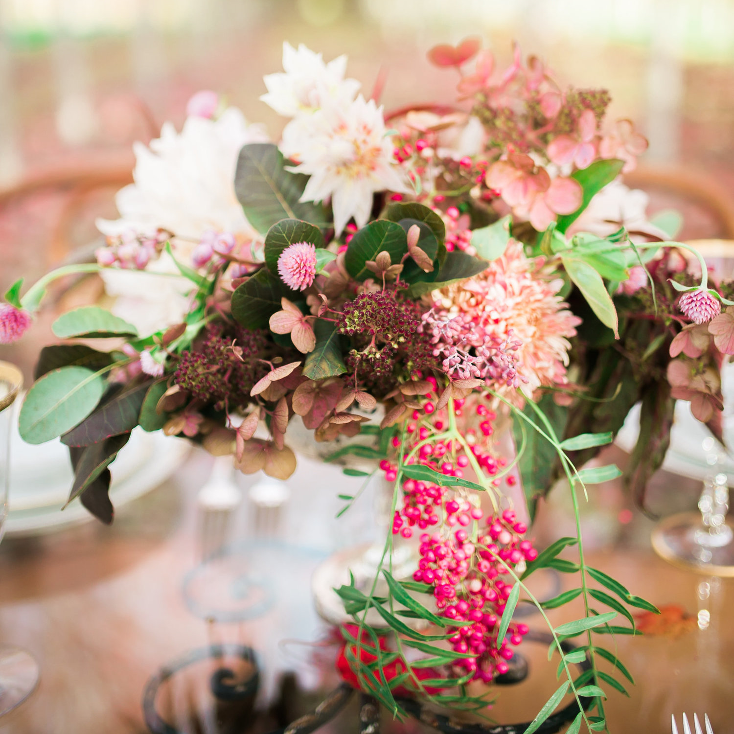 Pretty Lovely Studios arrangement [photo by: Rachel Hawthorne Photography]
