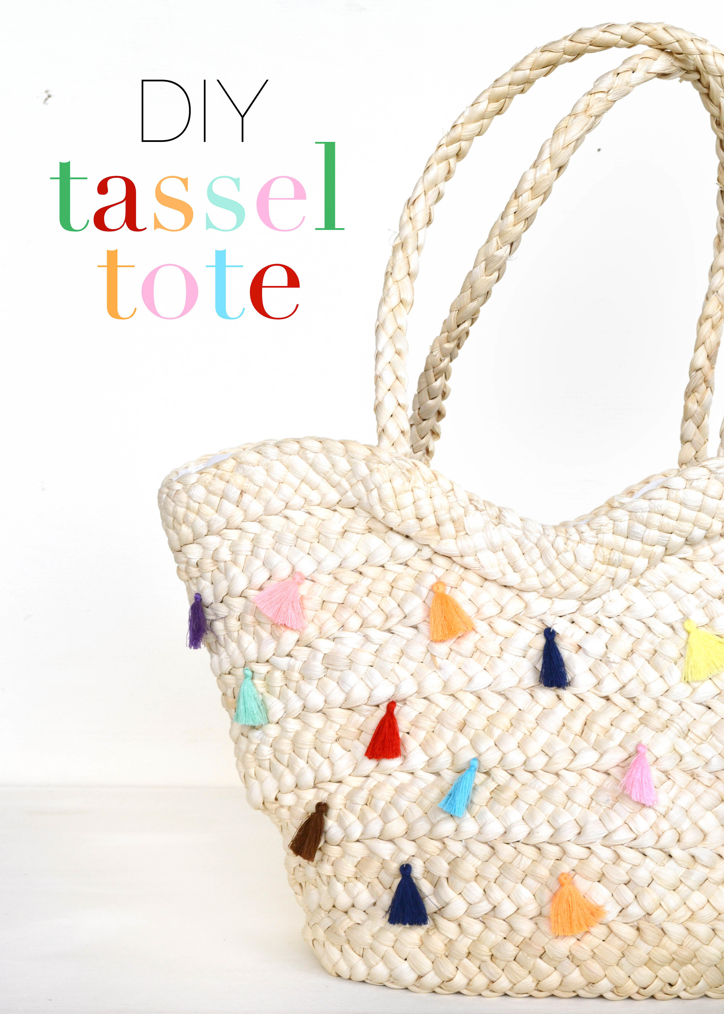 I want to make this tote from boxwoodavenue.com! Love the tassels!