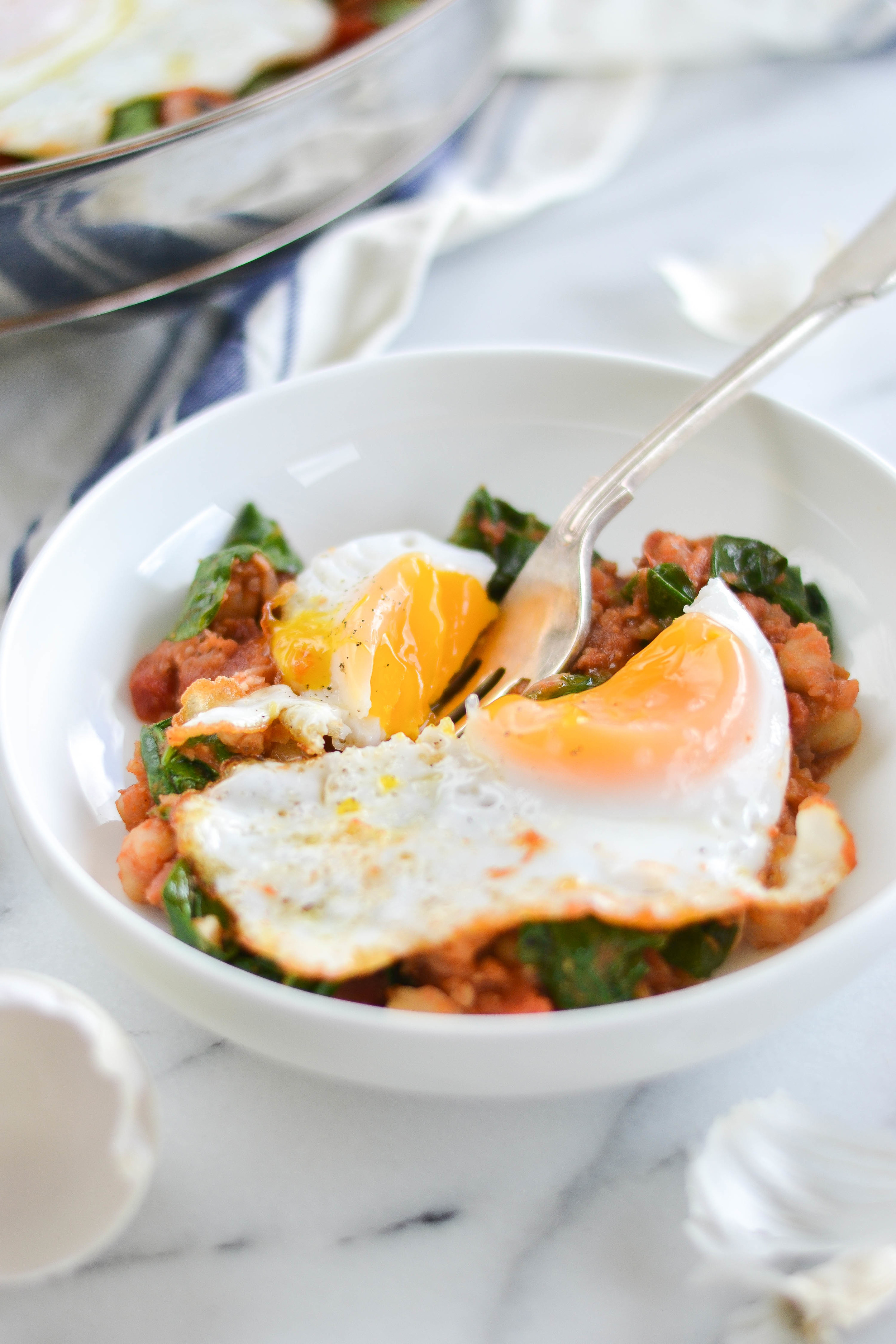 Vegetarian pantry dinner with spinach, eggs, and garbanzo beans. Perfect for meatless Monday from boxwoodavenue.com