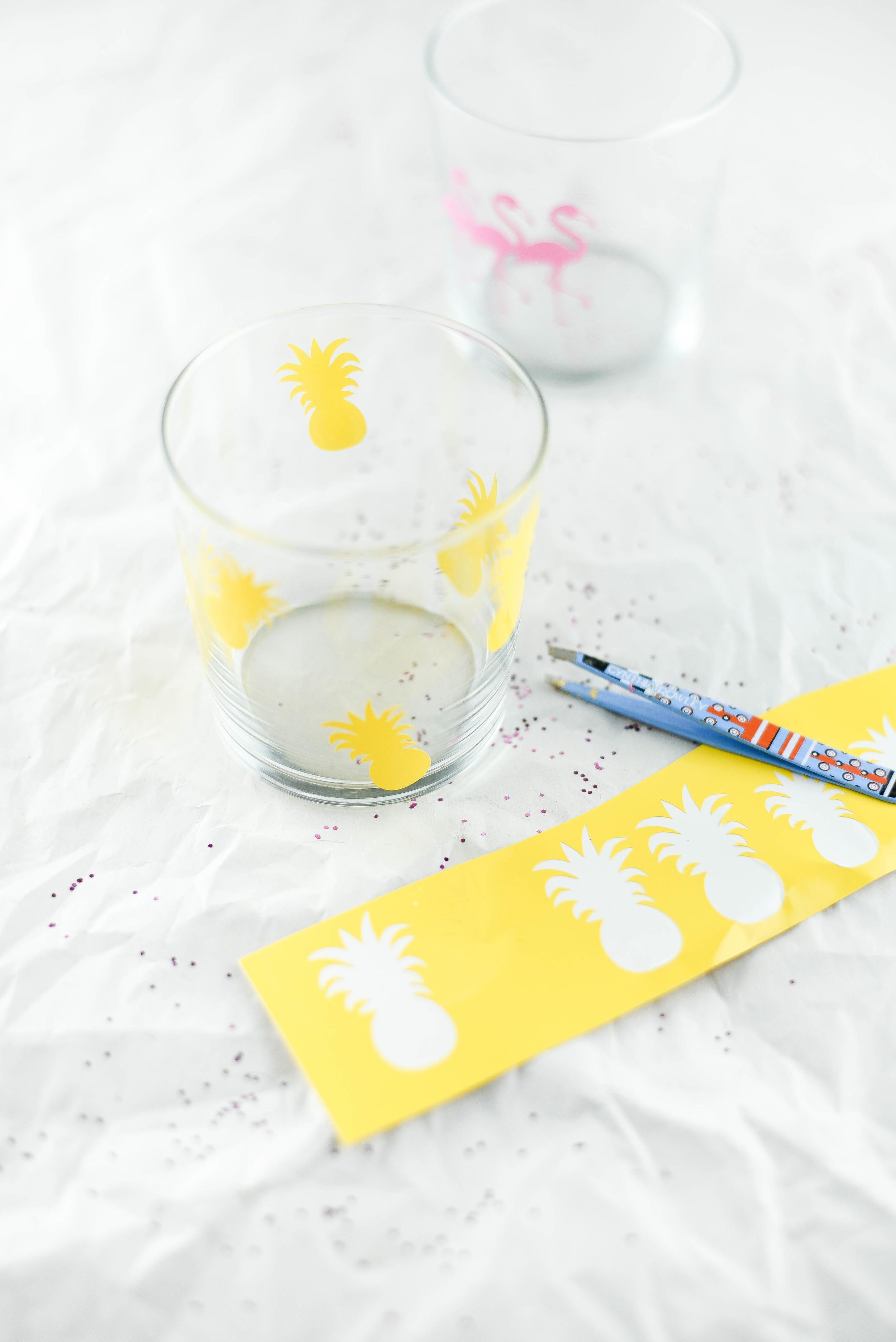 Super cute party idea - DIY flamingo & pineapple glasses with a Cricut! boxwoodavenue.com