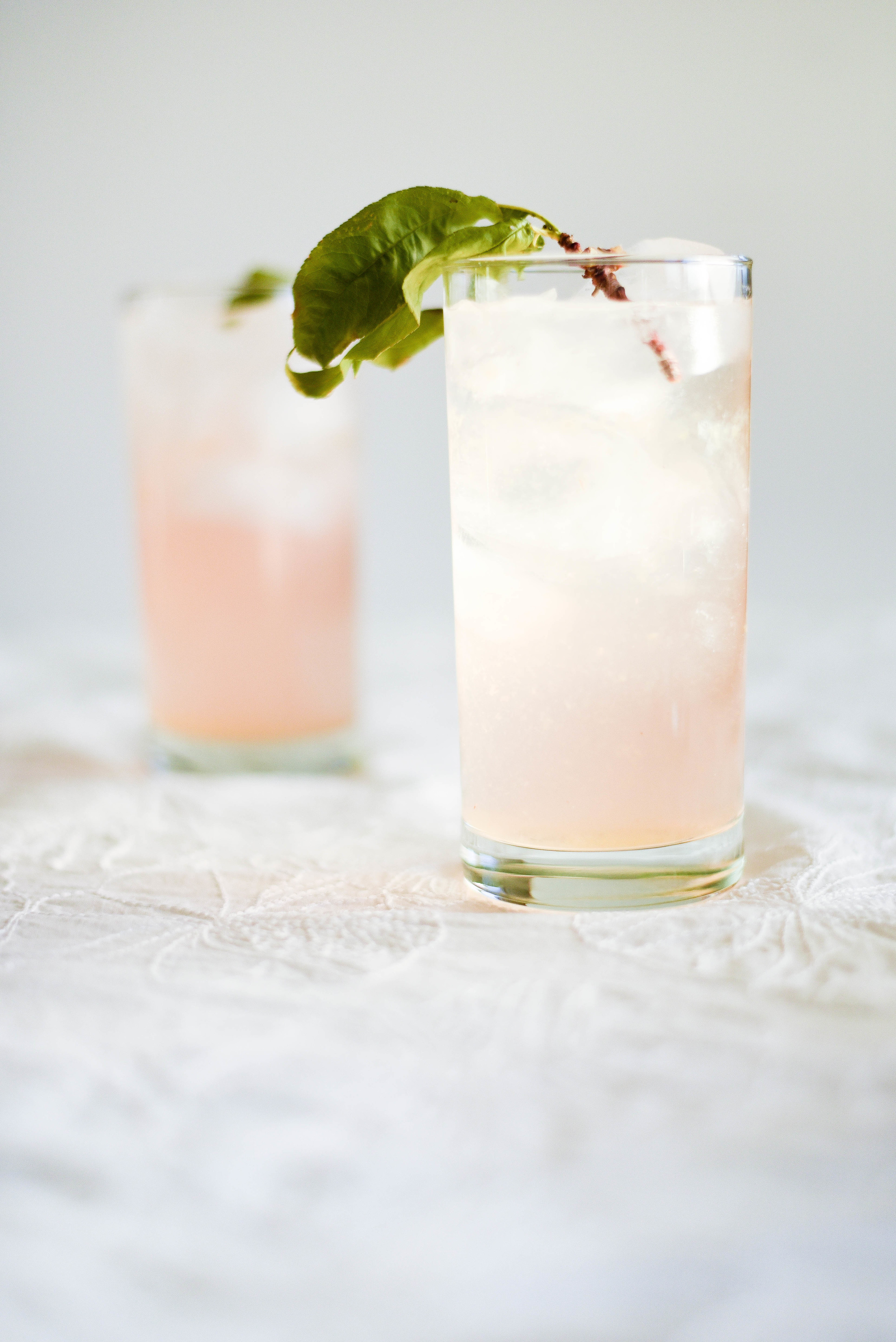 Summer Spritzer with Peach Puree & Peach Schnapps | boxwoodavenue.com